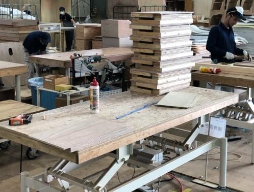 IMG_2325 一台一台手作業で木製の骨組みを組み上げていきます。.jpg